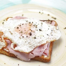 Ham and eggs on toast