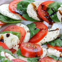 Caprese Salad With Spinach