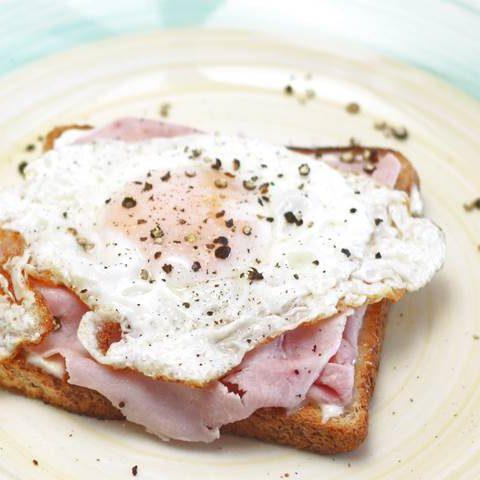 eggs and ham on mayo toast