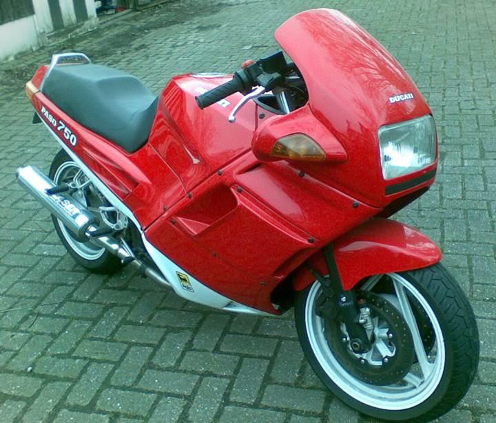 Paso 750 1990