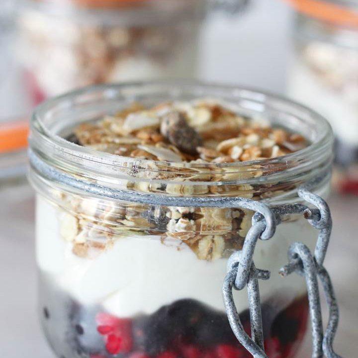 Healthy yoghurt fruit pots