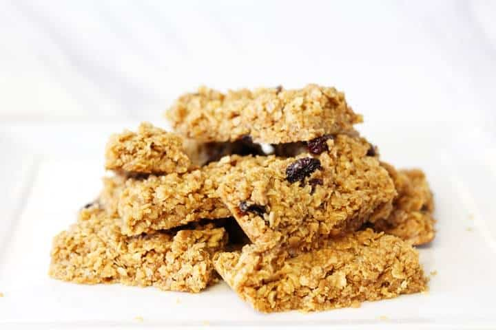 Fruity flapjacks (cereal bars)