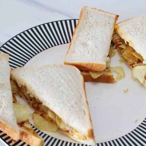 potato chips sandwich