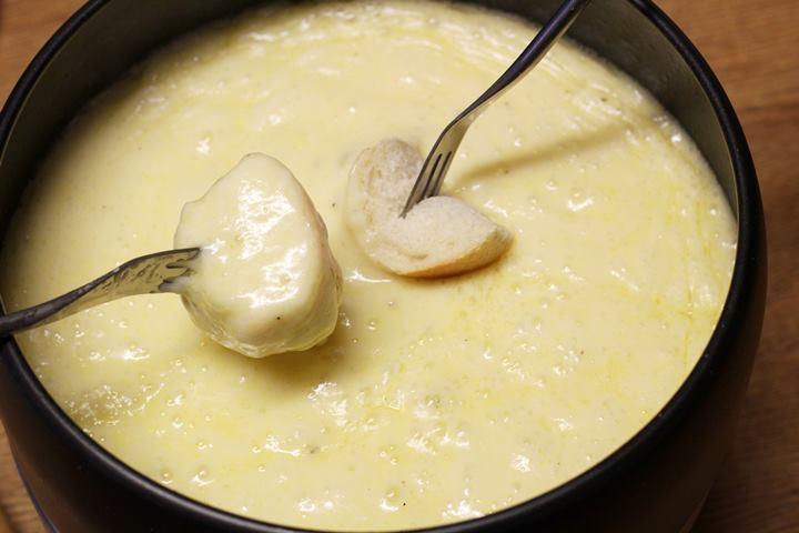 cheddar cheese fondu