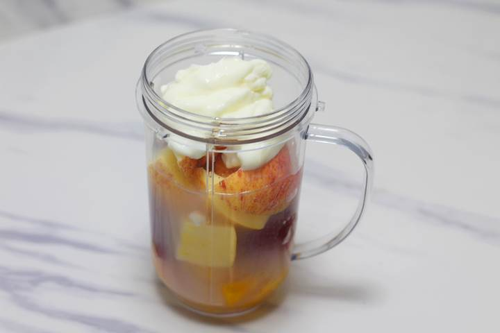strawberry mango smoothie with yogurt