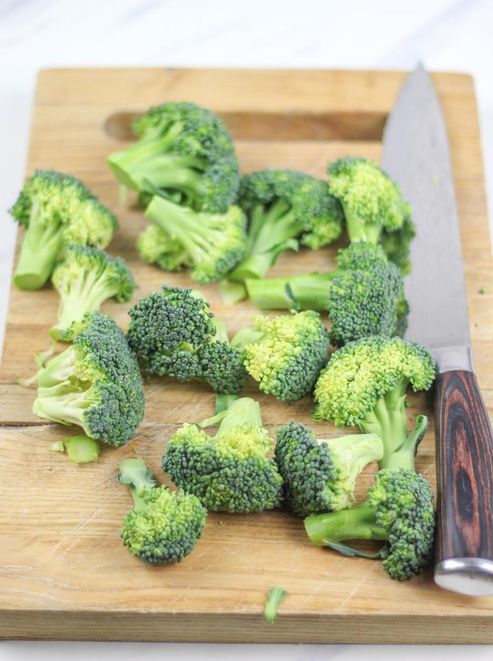 cut broccoli florets