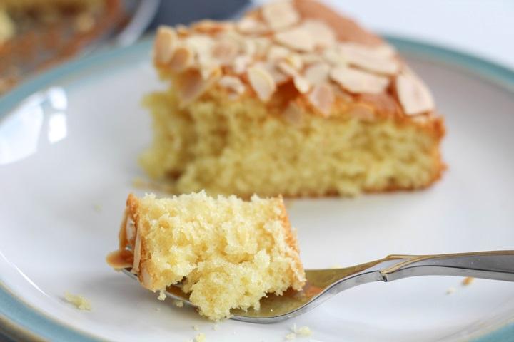 madeira cake slice