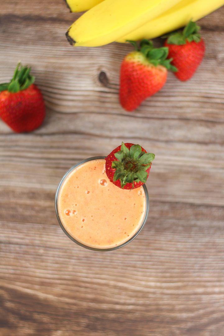 banana mango strawberry smoothie
