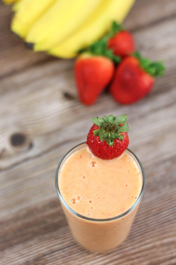 mango strawberry banana smoothie