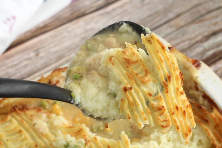 chicken pie with mash topping