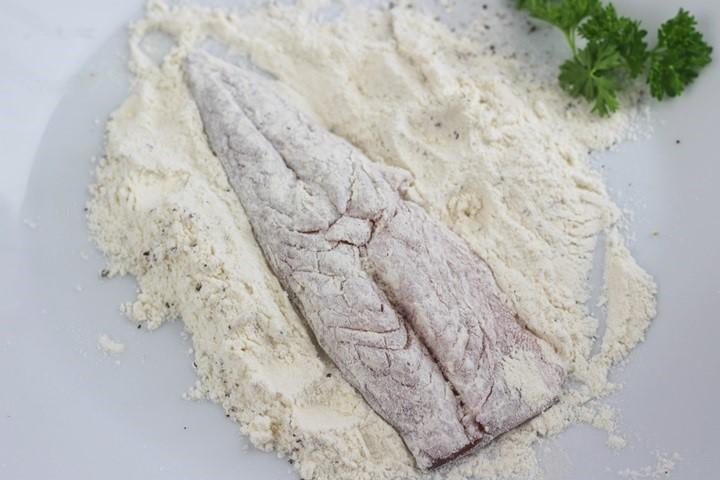 mackerel in flour