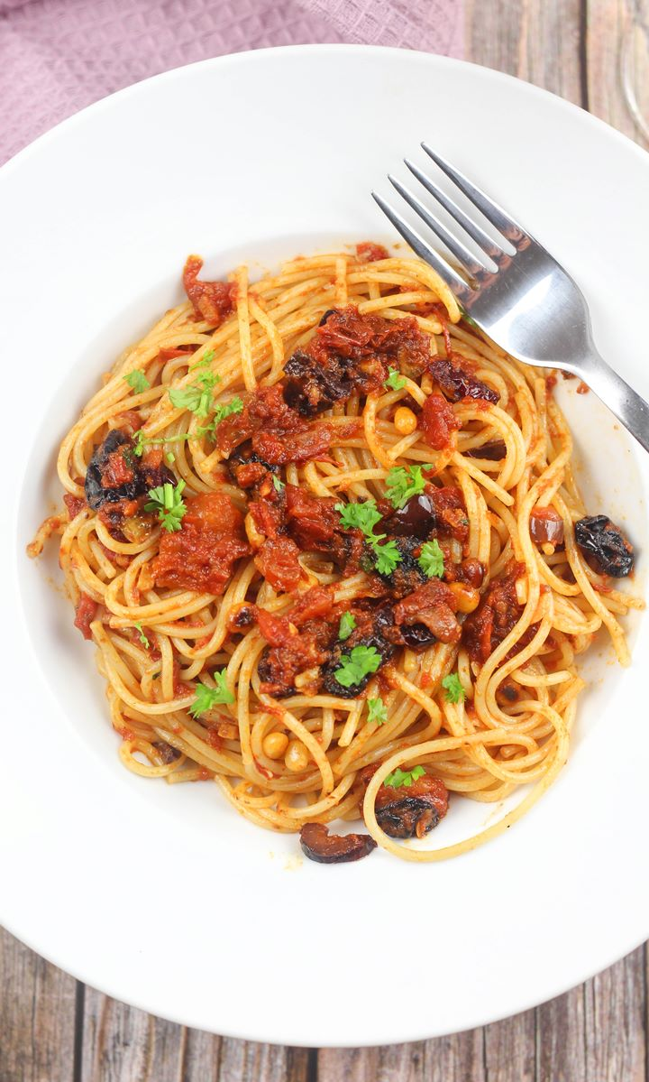 pasta with anchovies and olives