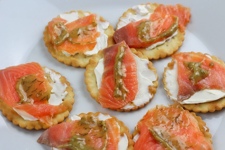 salmon with crackers
