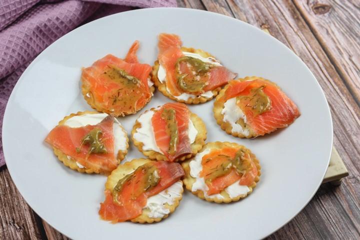 smoked salmon on crackers