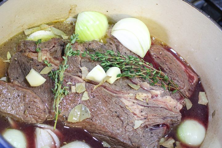 braised steak and onions in slow cooker