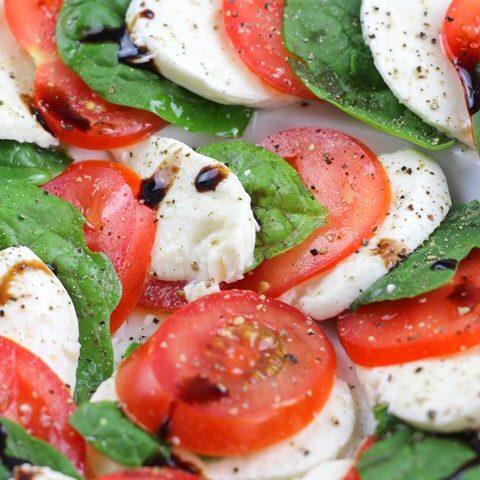 caprese spinach salad
