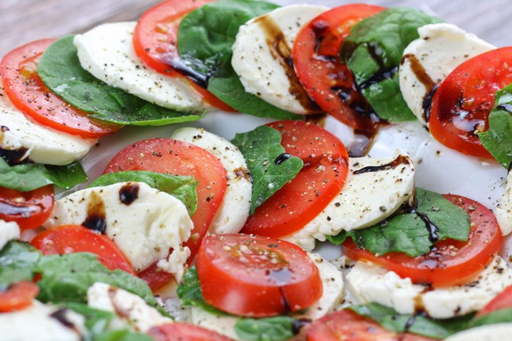 caprese salad spinach