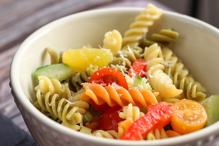 pasta salad with cucumbers and italian dressing