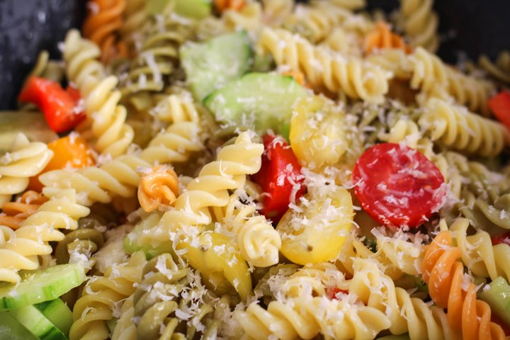 pasta salad with italian dressing and cucumbers